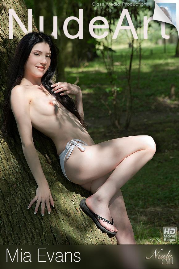 http://class-nudes.com/assets/covers/mia-evans-002/mia-evans-set02.jpg